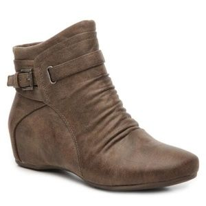 New Baretraps Sheigh Taupe Wedge Bootie